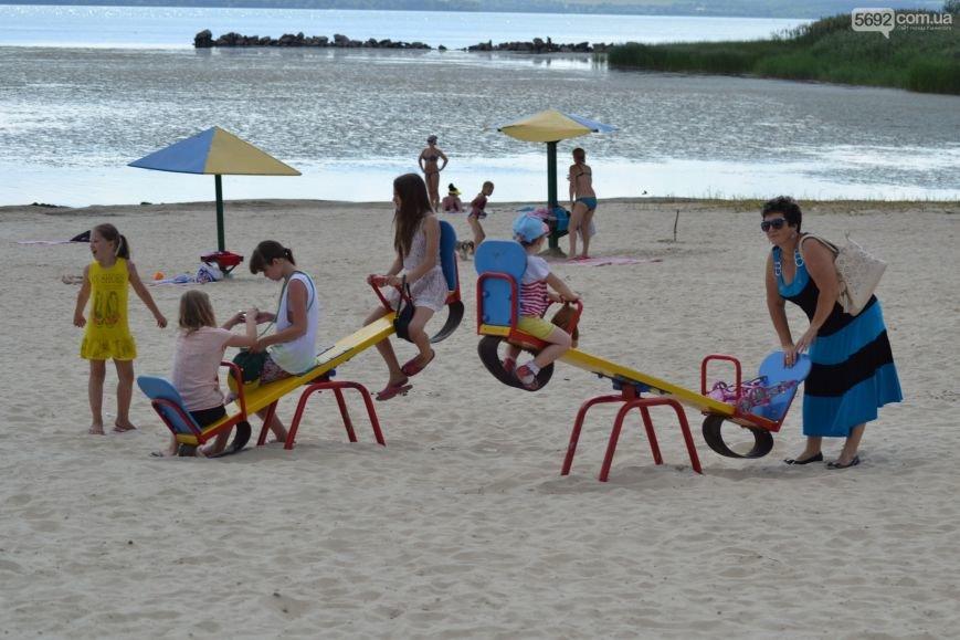 Накануне Дня молодежи в Каменском открыли фонтан и левобережный пляж, провели концерт и патриотический квест, фото-8