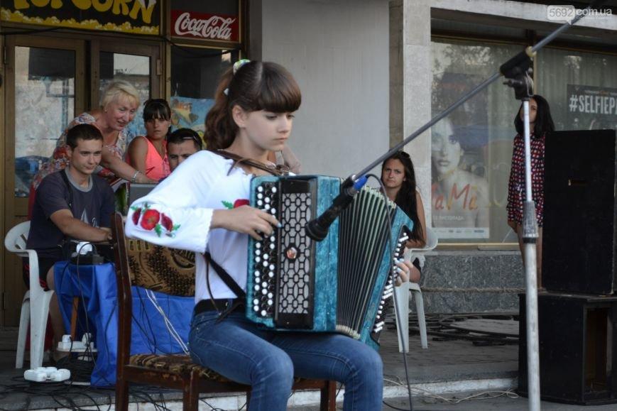 Накануне Дня молодежи в Каменском открыли фонтан и левобережный пляж, провели концерт и патриотический квест, фото-17