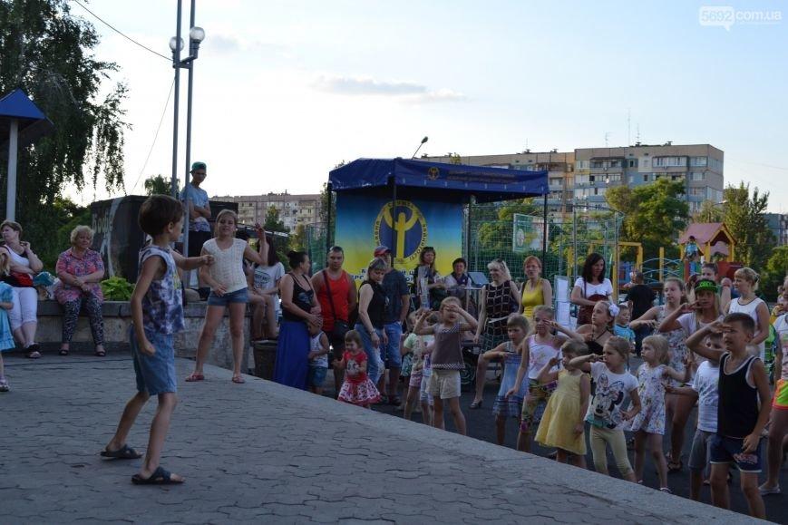 Накануне Дня молодежи в Каменском открыли фонтан и левобережный пляж, провели концерт и патриотический квест, фото-20