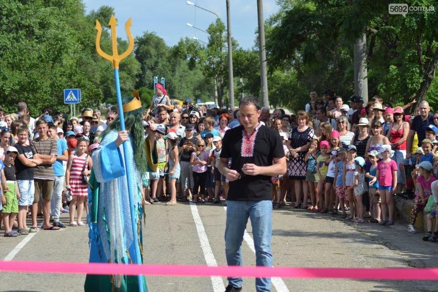 Накануне Дня молодежи в Каменском открыли фонтан и левобережный пляж, провели концерт и патриотический квест, фото-5