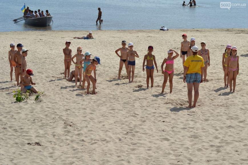 Накануне Дня молодежи в Каменском открыли фонтан и левобережный пляж, провели концерт и патриотический квест, фото-7