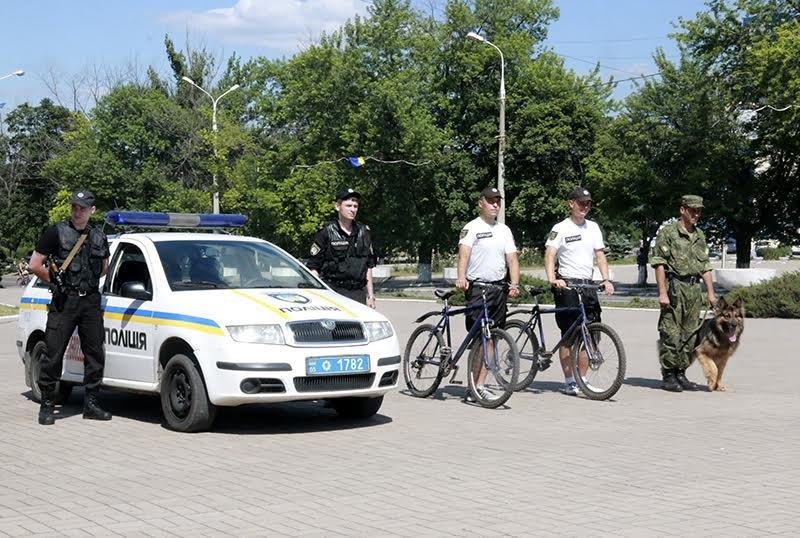 К патрулированию Мариуполя в выходные дни присоединились выпускники высших учебных заведений МВД Украины (ФОТО), фото-4