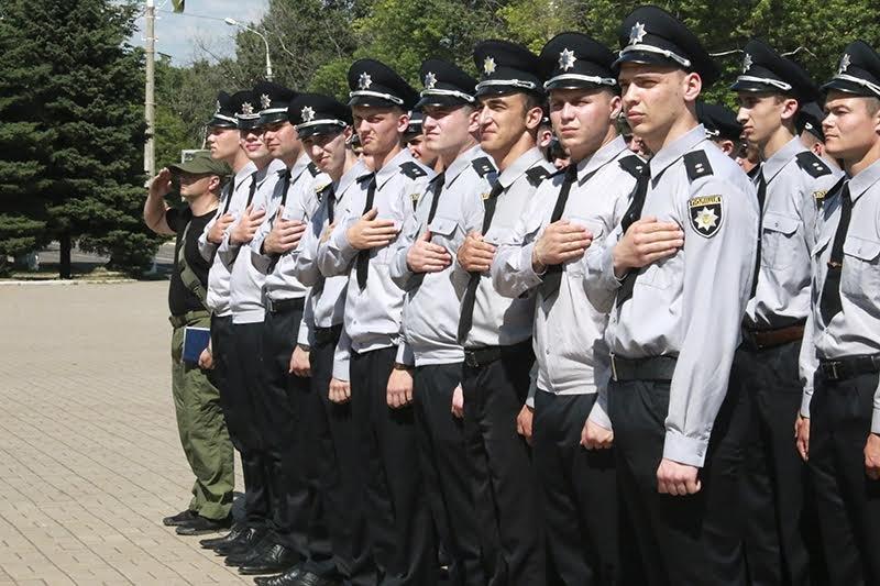 К патрулированию Мариуполя в выходные дни присоединились выпускники высших учебных заведений МВД Украины (ФОТО), фото-1