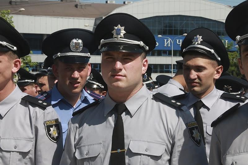 К патрулированию Мариуполя в выходные дни присоединились выпускники высших учебных заведений МВД Украины (ФОТО), фото-2
