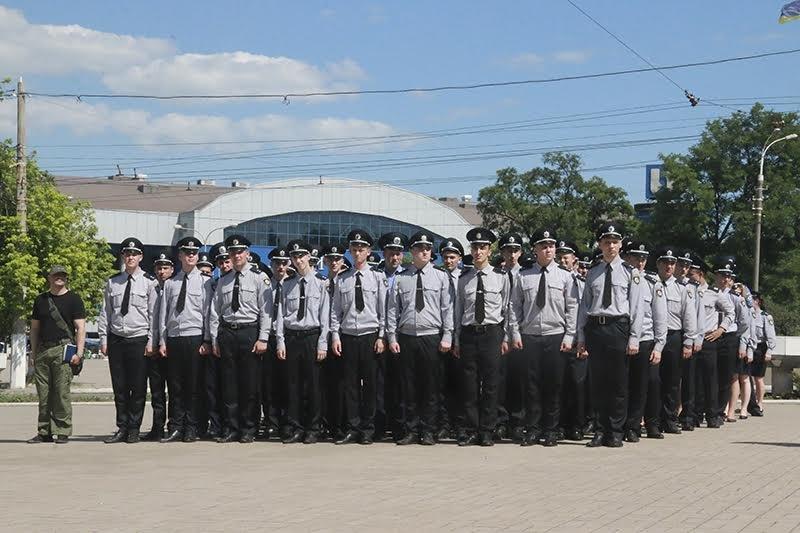 К патрулированию Мариуполя в выходные дни присоединились выпускники высших учебных заведений МВД Украины (ФОТО), фото-6