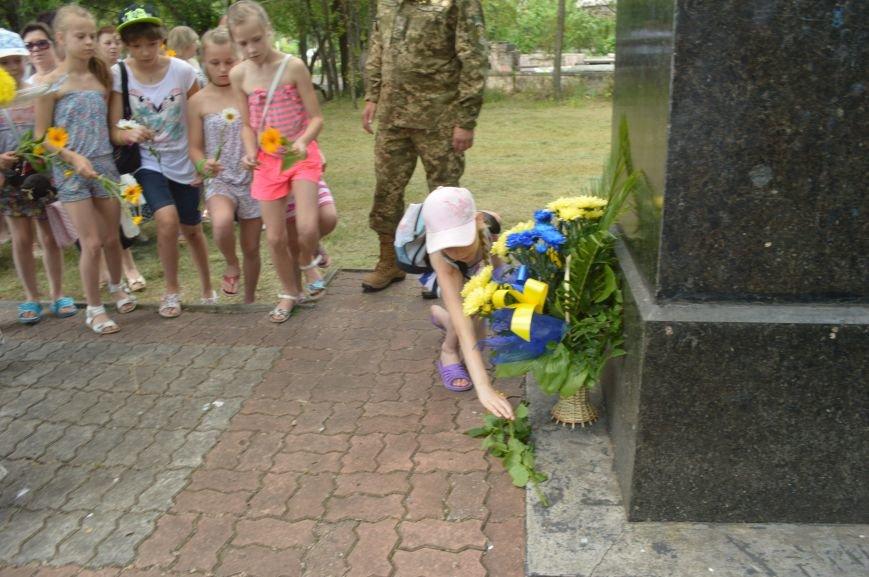 В Северодонецке возложили цветы к памятникам Шевченко и Франко по случаю двадцатой годовщины Конституции Украины (ФОТО), фото-3