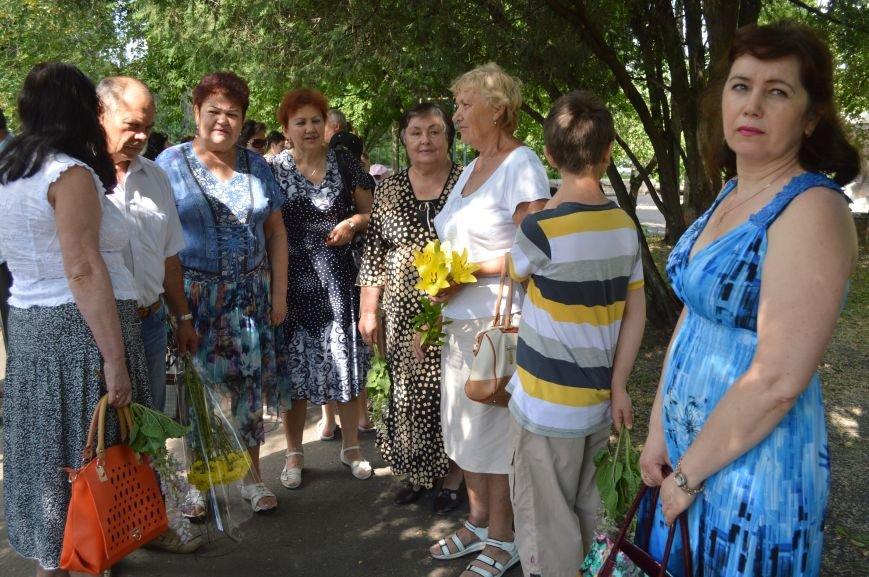 В Северодонецке возложили цветы к памятникам Шевченко и Франко по случаю двадцатой годовщины Конституции Украины (ФОТО), фото-1