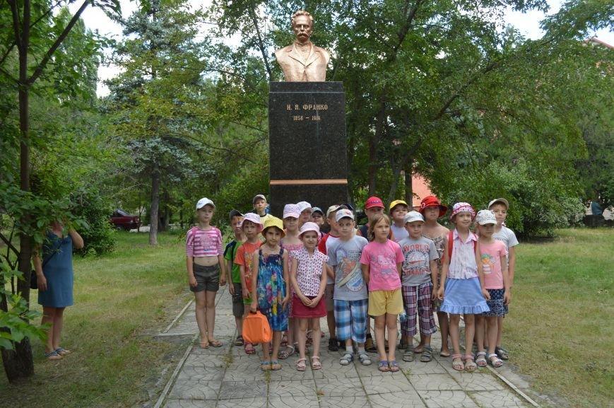 В Северодонецке возложили цветы к памятникам Шевченко и Франко по случаю двадцатой годовщины Конституции Украины (ФОТО), фото-6