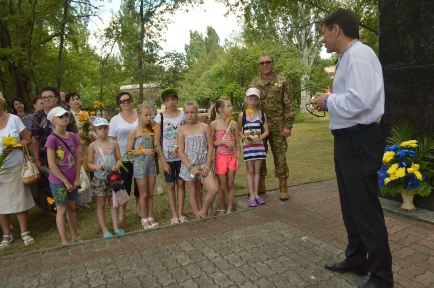 В Северодонецке возложили цветы к памятникам Шевченко и Франко по случаю двадцатой годовщины Конституции Украины (ФОТО), фото-2