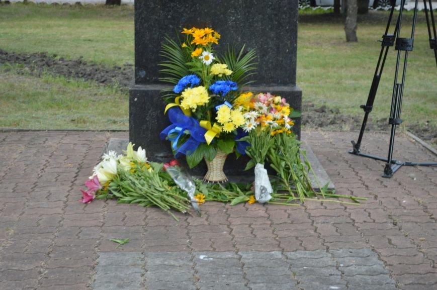 В Северодонецке возложили цветы к памятникам Шевченко и Франко по случаю двадцатой годовщины Конституции Украины (ФОТО), фото-7