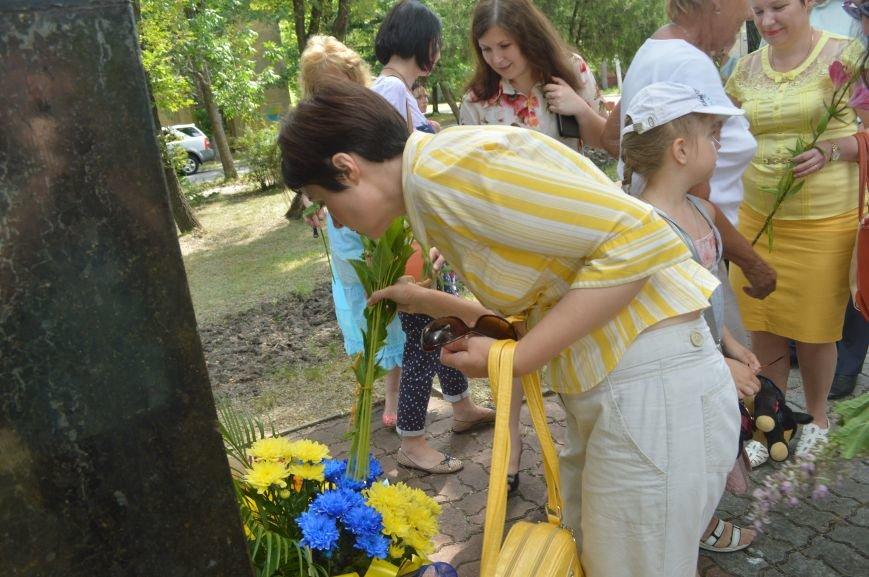 В Северодонецке возложили цветы к памятникам Шевченко и Франко по случаю двадцатой годовщины Конституции Украины (ФОТО), фото-5