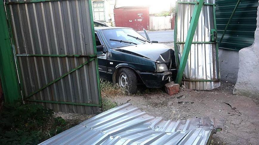 В Мариуполе пьяный водитель влетел в металлический забор (ФОТО), фото-3