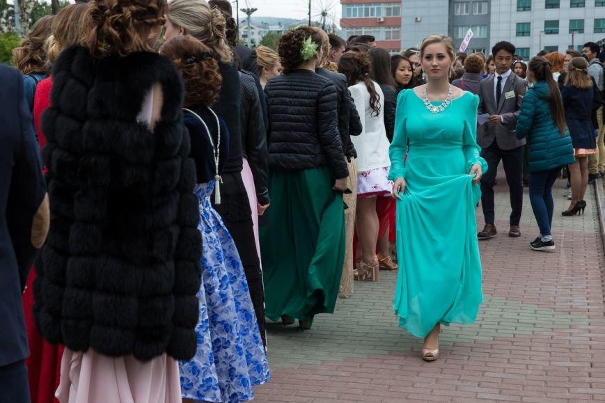 Вслед за мечтой проводили выпускников школ на центральной площади Южно-Сахалинска, фото-5