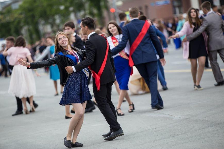 Вслед за мечтой проводили выпускников школ на центральной площади Южно-Сахалинска, фото-8