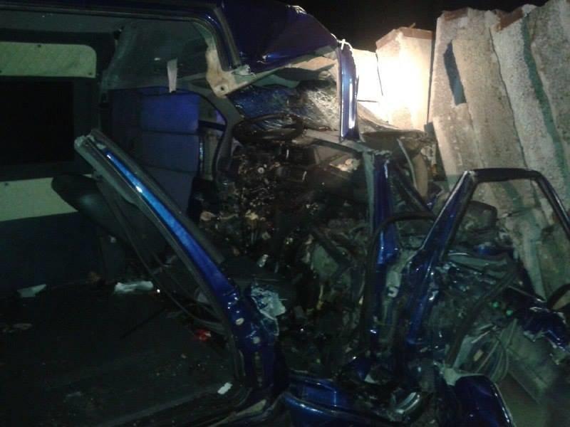 На трасі Київ – Чоп автомобіль з'їхав у кювет та зіткнувся з бетонною плитою: є загиблий (ФОТО)