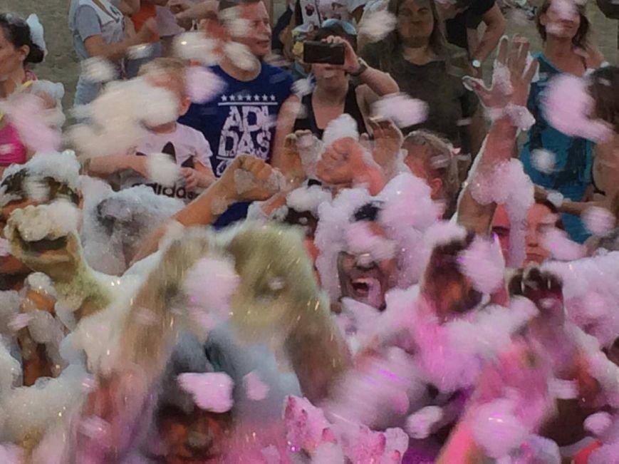 Тысячи мариупольцев стали участниками яркого и красочного шоу, посвященного Дню молодежи (ФОТО), фото-5