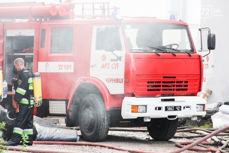 """Позаду приміщення """"Чернівцігаз"""" спалахнула масштабна пожежа(ФОТО), фото-19"""