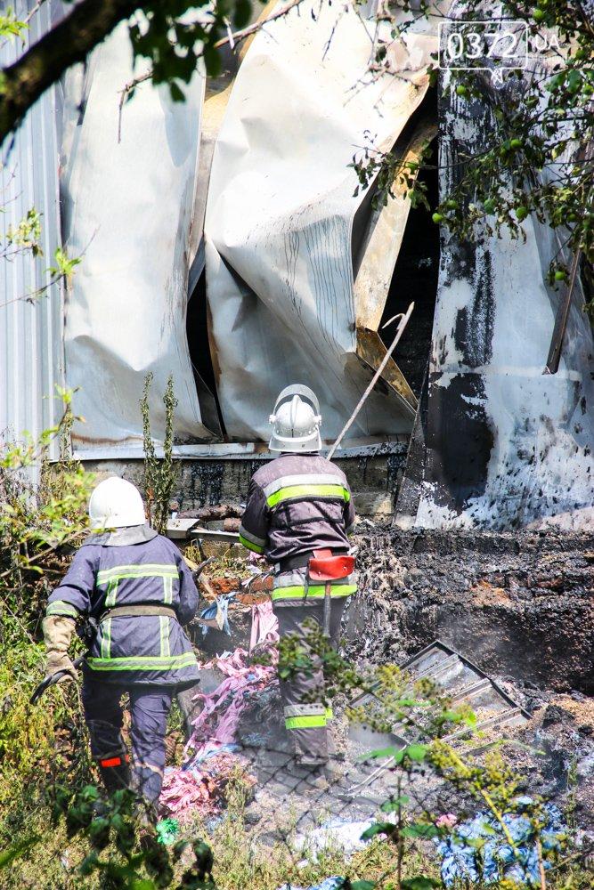 """Позаду приміщення """"Чернівцігаз"""" спалахнула масштабна пожежа(ФОТО), фото-10"""