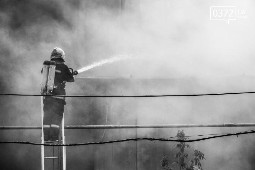 """Позаду приміщення """"Чернівцігаз"""" спалахнула масштабна пожежа(ФОТО), фото-15"""