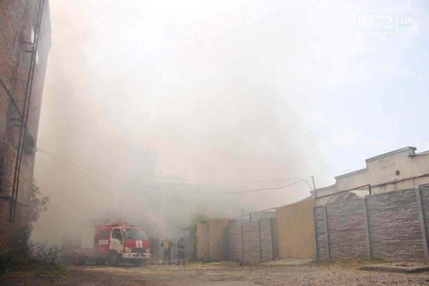 """Позаду приміщення """"Чернівцігаз"""" спалахнула масштабна пожежа(ФОТО), фото-14"""