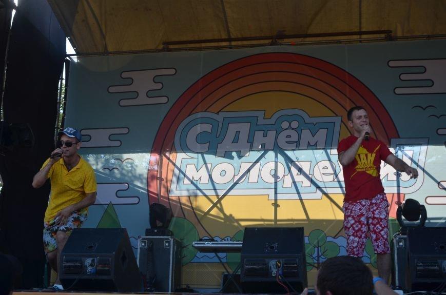 """В Мариуполе молодые вокалисты """"зажгли"""" на пляже поселке Песчаный (ФОТО+ВИДЕО), фото-1"""