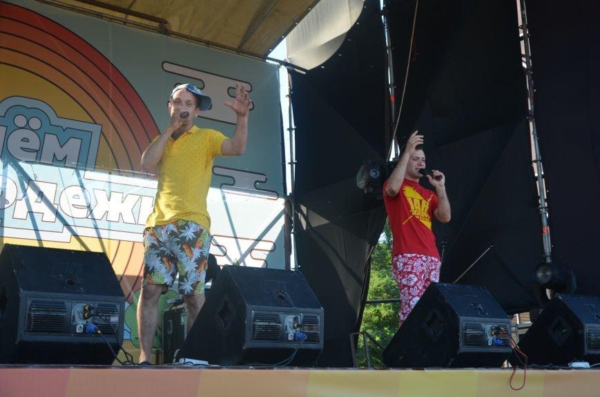 """В Мариуполе молодые вокалисты """"зажгли"""" на пляже поселке Песчаный (ФОТО+ВИДЕО), фото-10"""