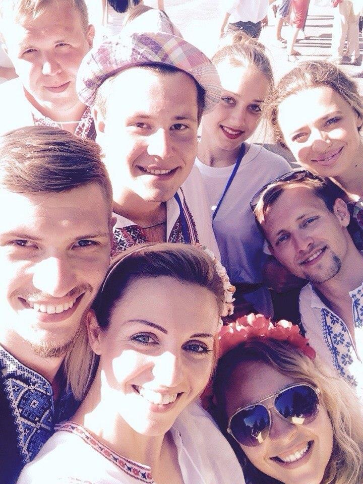 В Урзуфе вблизи Мариуполя молодежь со всей Украины установила рекорд в вышиванках (ФОТО), фото-2