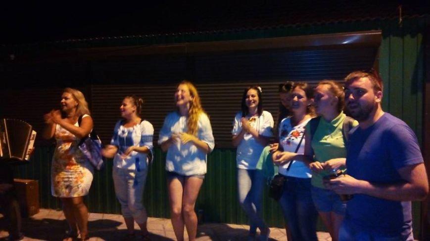 В Урзуфе вблизи Мариуполя молодежь со всей Украины установила рекорд в вышиванках (ФОТО), фото-3