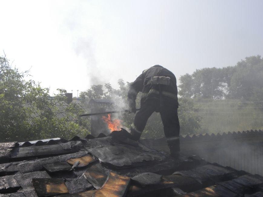 Черниговские пожарные вытащили 90-летнюю пенсионерку из горящего дома, фото-2