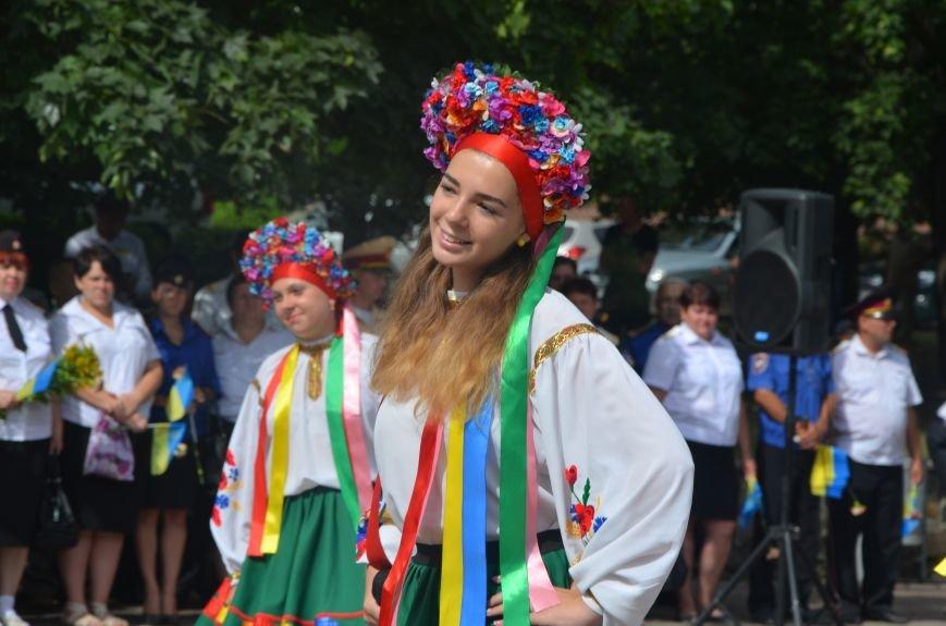 В Мариуполе скромно отмечают День Конституции Украины (ФОТО+ВИДЕО), фото-1