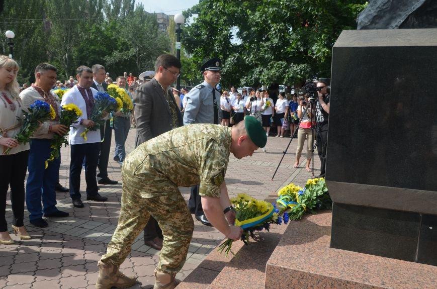 В Мариуполе скромно отмечают День Конституции Украины (ФОТО+ВИДЕО), фото-8
