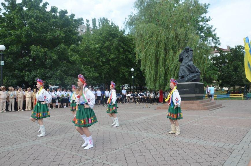 В Мариуполе скромно отмечают День Конституции Украины (ФОТО+ВИДЕО), фото-6