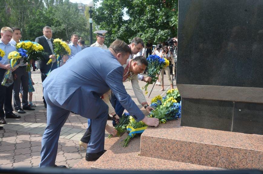 В Мариуполе скромно отмечают День Конституции Украины (ФОТО+ВИДЕО), фото-10