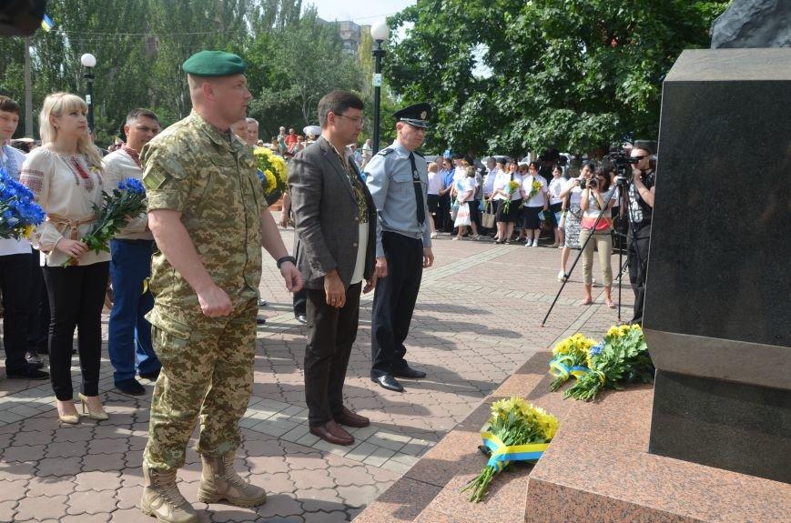 В Мариуполе скромно отмечают День Конституции Украины (ФОТО+ВИДЕО), фото-9