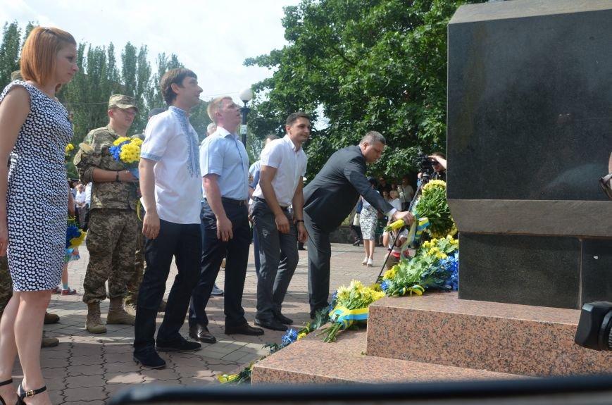 В Мариуполе скромно отмечают День Конституции Украины (ФОТО+ВИДЕО), фото-11