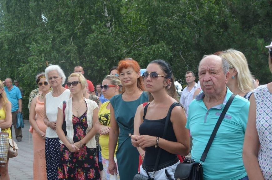В Мариуполе скромно отмечают День Конституции Украины (ФОТО+ВИДЕО), фото-2