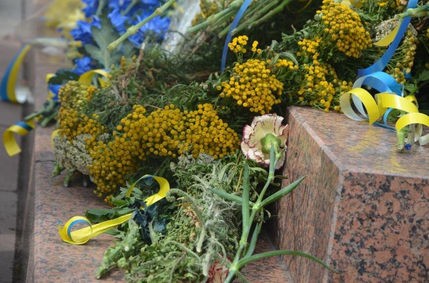 В Мариуполе скромно отмечают День Конституции Украины (ФОТО+ВИДЕО), фото-13