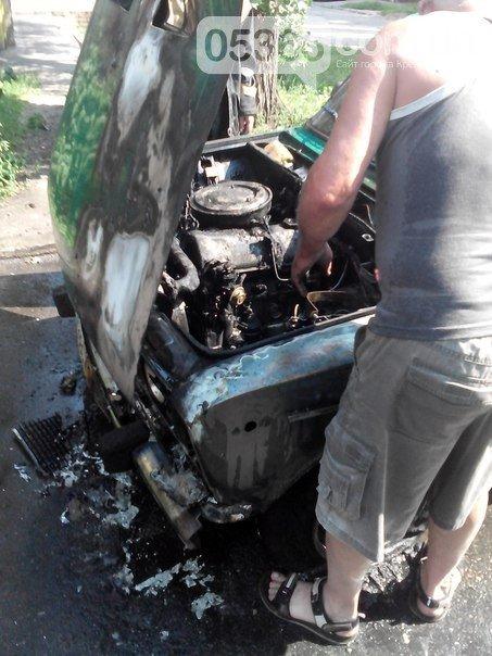 В Кременчуге во дворе дома загорелись Жигули (ФОТО), фото-2