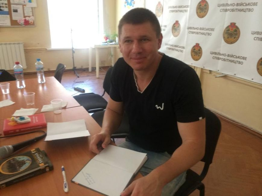 В Мариуполе  блоггер Serg Marco презентовал книгу о гибридной войне в Украине(ФОТО, ВИДЕО), фото-4