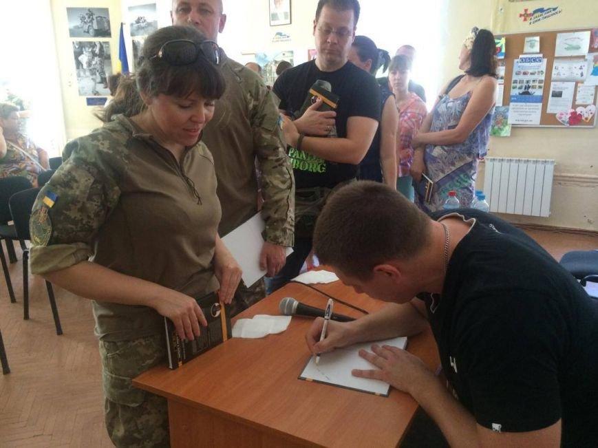 В Мариуполе  блоггер Serg Marco презентовал книгу о гибридной войне в Украине(ФОТО, ВИДЕО), фото-3
