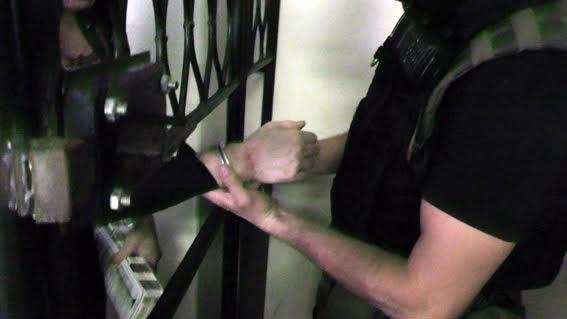 Подозреваемым, которые сломали клетку в зале суда в Мариуполе, продлили арест на 60 суток (ФОТО), фото-2