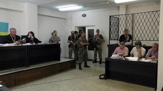 Подозреваемым, которые сломали клетку в зале суда в Мариуполе, продлили арест на 60 суток (ФОТО), фото-3