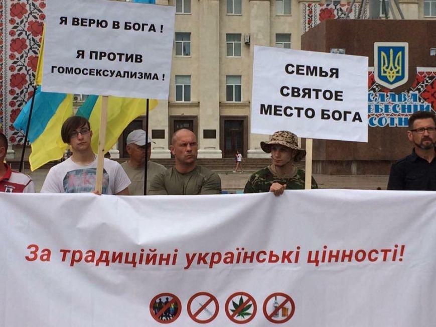 «Нет разврату, да семье»: в Херсоне начался марш  «За традиционные украинские ценности» с Ильей Кивой во главе (фото), фото-3