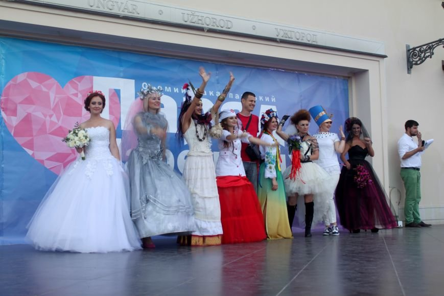 """В Ужгороді пройшов """"Парад наречених"""": фоторепортаж, фото-1"""