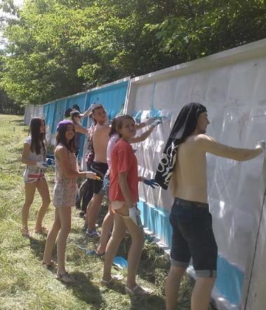 На в'їзді в Конотоп молодь прикрасила малюнками бетонні стіни (фото), фото-3