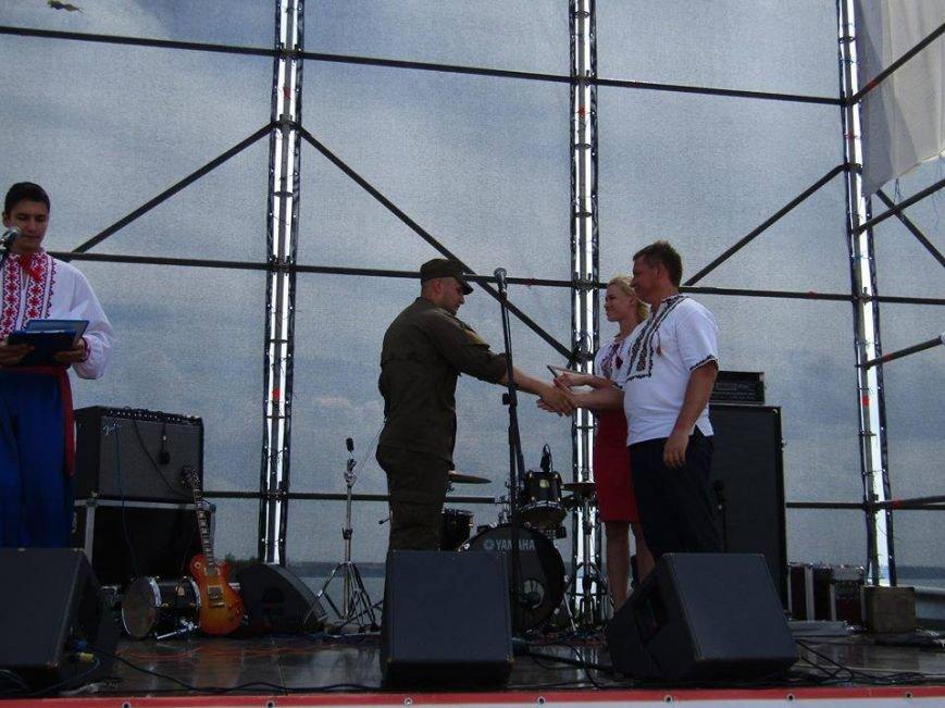 """В Каменской Сечи наградили """"золотой генофонд украинской нации"""" и военнослужащих ВСУ (фото), фото-1"""