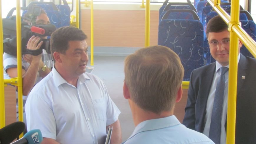 Мэр Мариуполя покатался на новом трамвае (ФОТО), фото-2