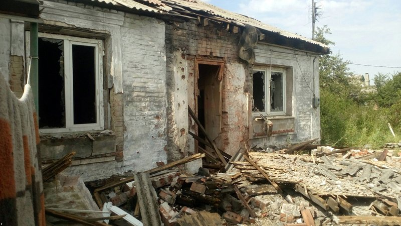 В Донецке снаряд попал в дом — пострадали два человека (ФОТО), фото-2