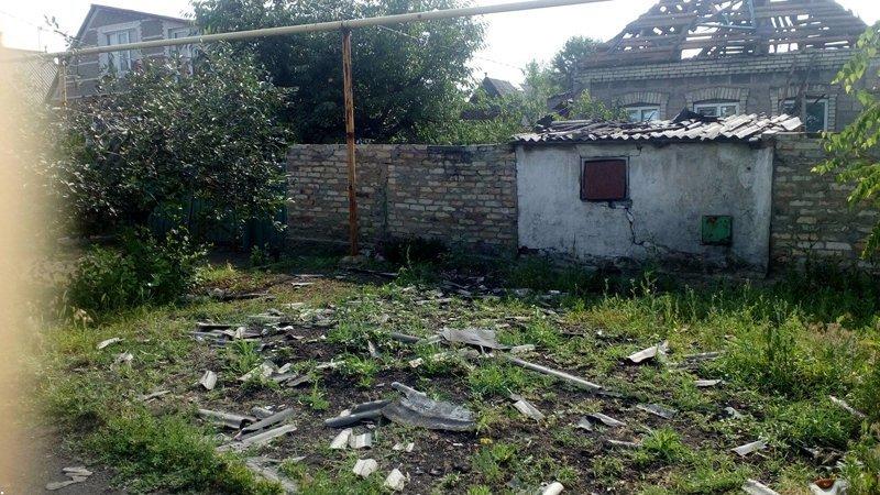 В Донецке снаряд попал в дом — пострадали два человека (ФОТО), фото-1