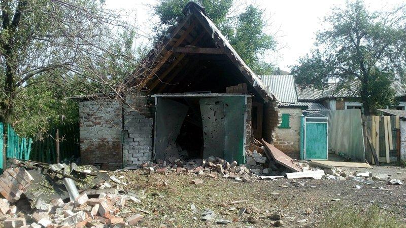 В Донецке снаряд попал в дом — пострадали два человека (ФОТО), фото-3